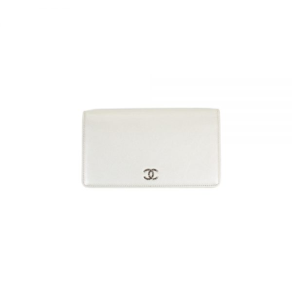 White Iridescent Leather Silver Hardware Wallet by Chanel - Le Dressing Monaco