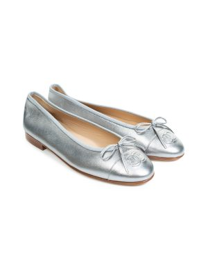 Silver Leather CC Cap Toe Flats by Chanel - Le Dressing Monaco